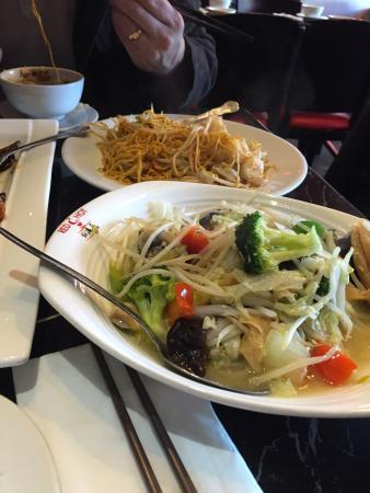 Red N Hot: Garlic veg and king prawn noodles