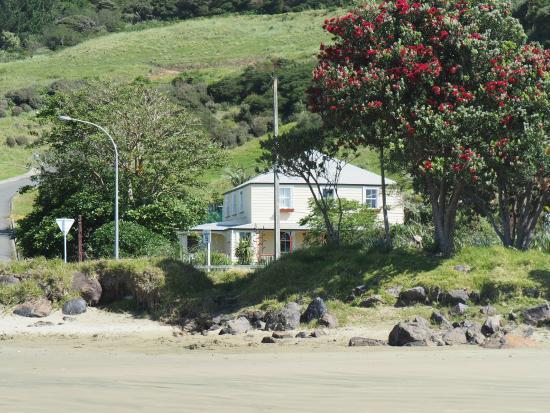 Endless Summer Lodge : Blick vom Strand auf die Villa