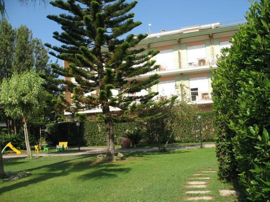 Villa Dei Principi Hotel: Вид из номера на отель.