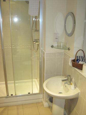 Blorenge View Bed & Breakfast: Nice large ensuite bathroom.