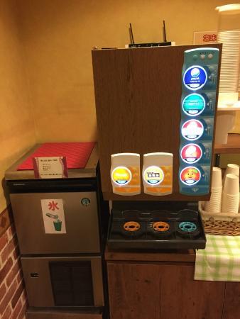 Hotel Wing International Korakuen: Free drink dispenser