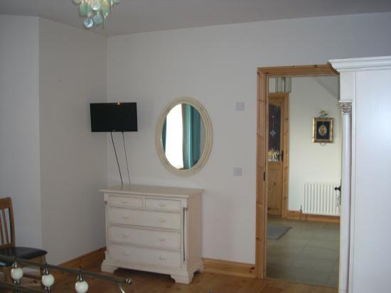 Golden Rose House B&B: blue  room
