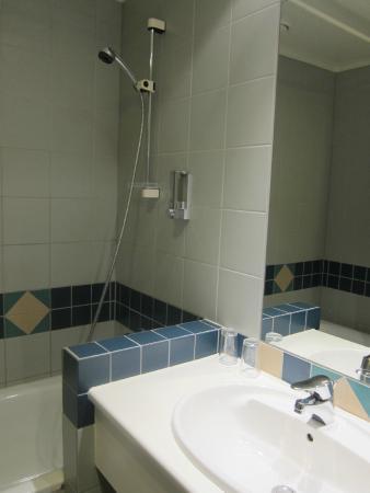 Augustin Hotel : Bathroom.