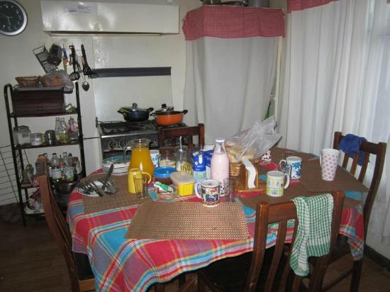 Hostal Bellavista Patagonia : Desayuno preparado en la cocina