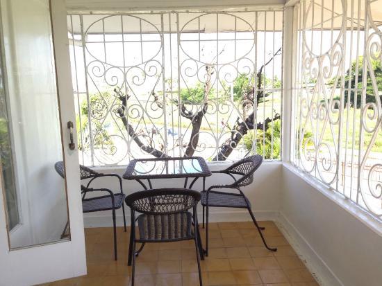 Herdmanston Lodge -- Guyana Hotels: Balkon van kamer 123