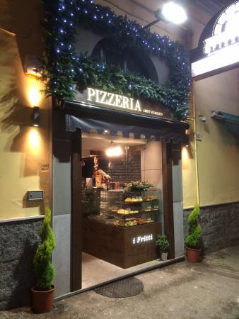 Addobbi Natalizi Napoli.Addobbi Natalizi Esterno Pizzeria Foto Di Add E Guagliun