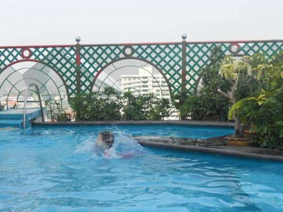 Zwembad Op Dakterras : Zwembad op dakterras picture of grand china hotel bangkok