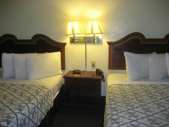 The Lodge at Pensacola: Double Queen Beds