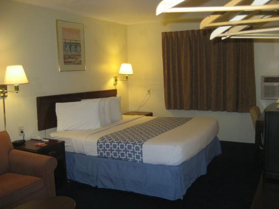 The Lodge at Pensacola: King Room