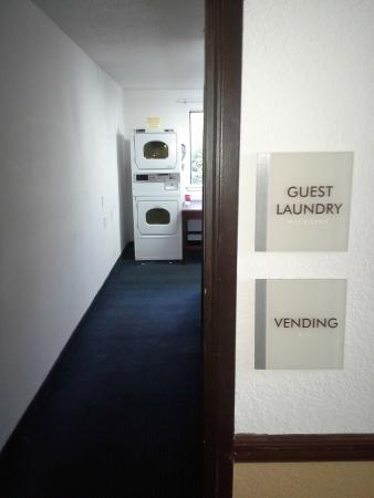The Lodge at Pensacola: Laundry/Vending area