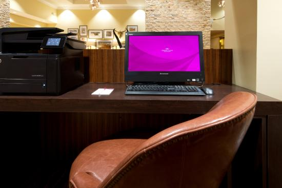 Crowne Plaza Albuquerque: Business center station
