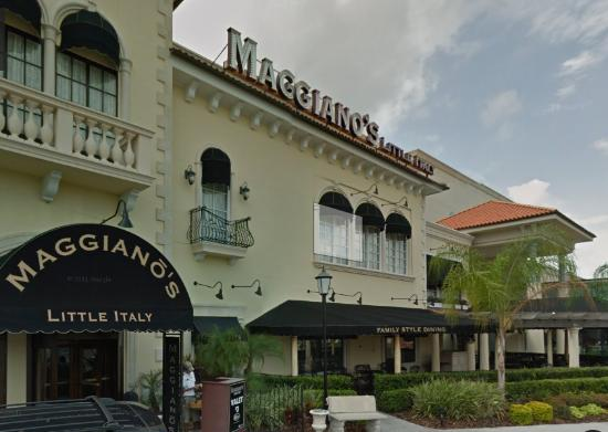 Maggiano's Little Italy: Entrance