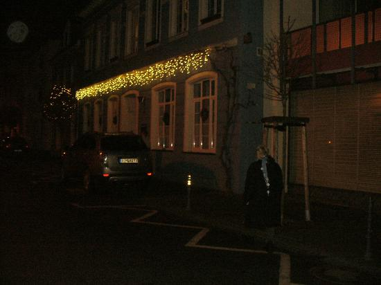 Hotel Zur Alten Post: External view of the hotel, at night (Xmas time)