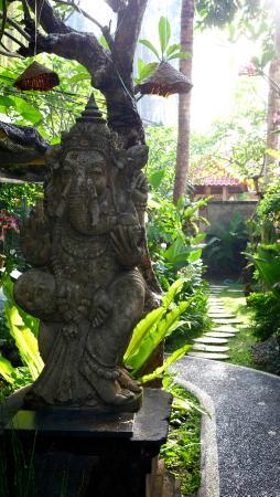 Sandat Bali: Religious statuary