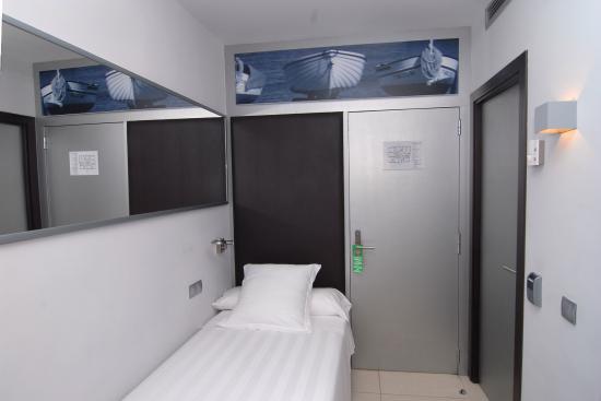 Hotel Excelsior: Singles Room // Habitación individual