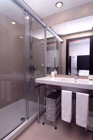 URH Hotel Excelsior: Bathroom // Lavabo