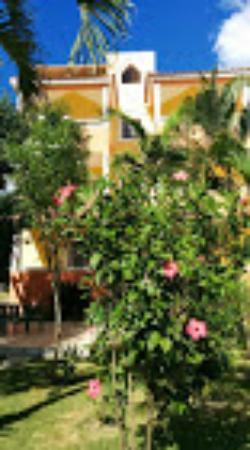 Parco del Caribe: edificio principale e giardino