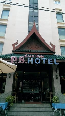 P.S. Hotel: from of the Hotel with restaurent right there