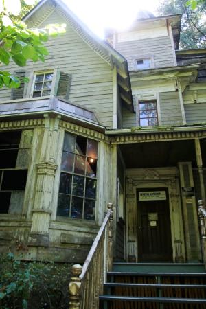 Haunted house picture of enchanted forest theme park for Building a house in oregon