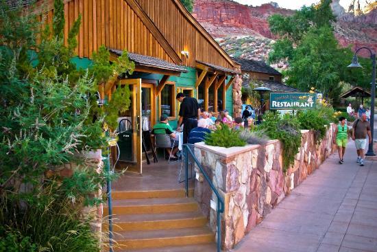 Flanigan's Inn: Sidewalk Café