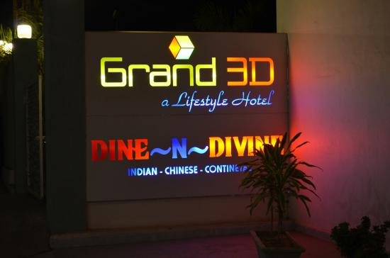 Grand 3D: Glimpse of the hotel at Night