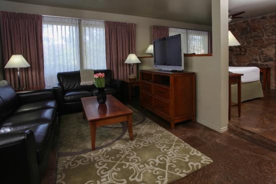 Flanigan's Inn: David Pettit Suite - sitting area
