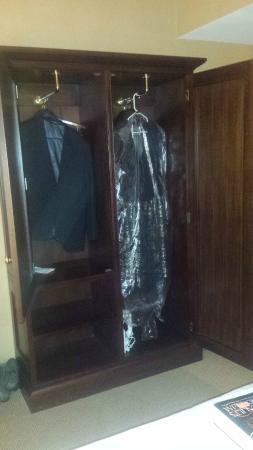 Sheraton Duluth Hotel: Wardrobe in room