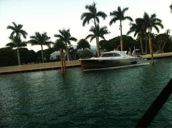 SpeedBoat Tours: Victoria's Secret supermodel, Adriana Lima's beautiful Miami Beach mansion!