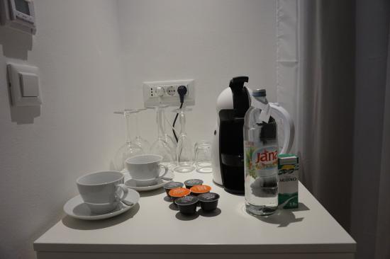 Divota Apartment Hotel: coffee area and fridge