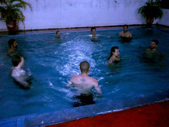 piscina en el hospedaje golondrinas