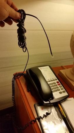 Hilton Garden Inn Albuquerque Airport: Don't try to phone home