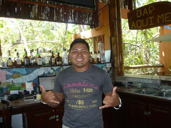 Canciones del Mar Boutique Hotel: tiki bar & bartender