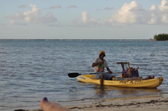 Hotel Riu Montego Bay: Gifts/ Marijuana Floating Shop (On Swimming Area)