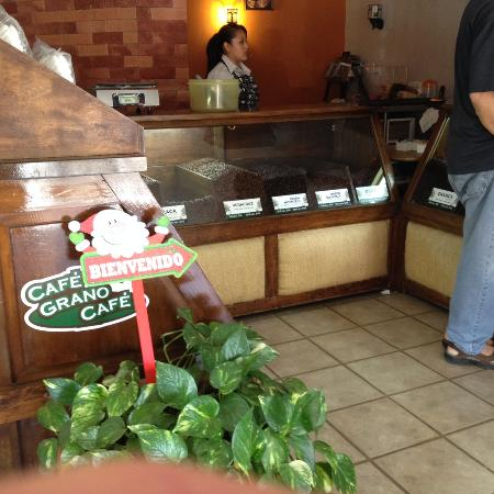 Cafe Grano Cafe: Front counter