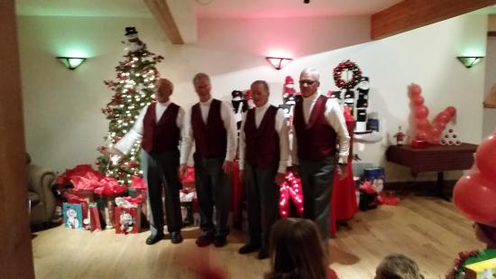 Western Riviera Lakeside Lodging & Events: Grand Choral entertaining us... Awesome