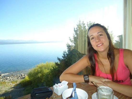 Costas del Nahuel Hosteria: Desayunando con el Nahuel de fondo!