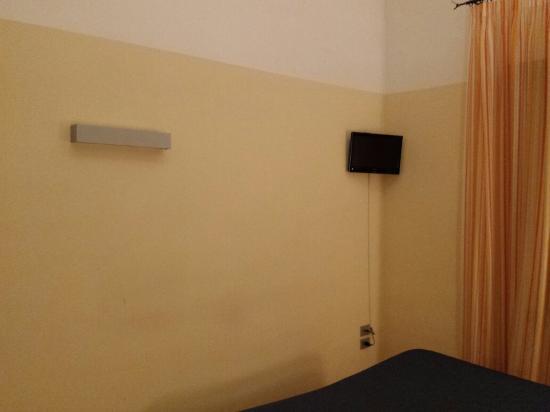 La Locanda del Mare: Vista del muro e della TV...