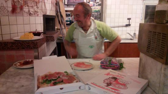 Pizzeria Marechiaro : Antonio se la ride...