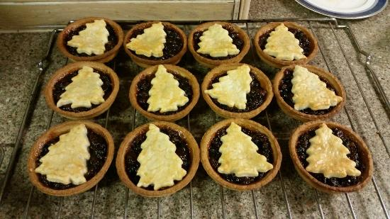 The Almshouse Tea Shop: Christmas mince pies at the Almshouse