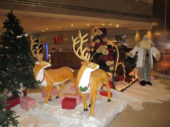 Maritim proArte Hotel Berlin: Christmas in the lobby!