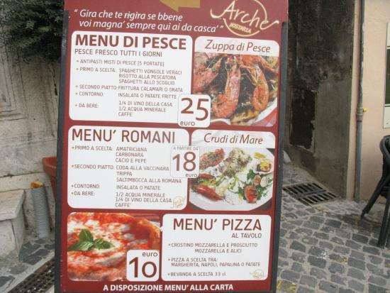 Pizzeria Arche': I menù a prezzi fissi esposti esternamente