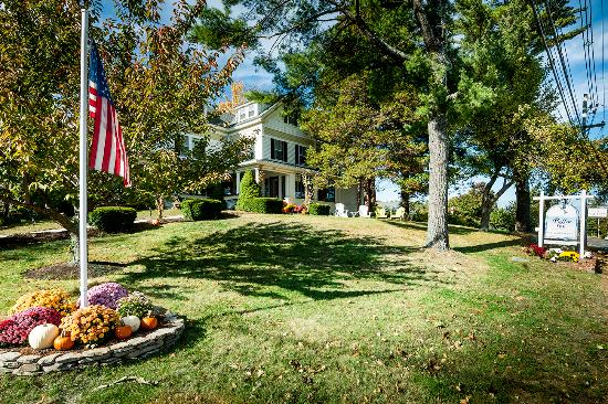 Puffin Inn Bed and Breakfast: Historic Chic Bed and Breakfast in the Seaside town of Ogunquit