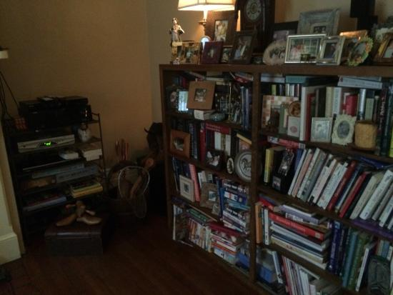 Copper Lantern Boutique Inn : Plenty of games and books are around so you'll never get bored.