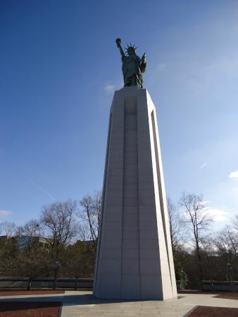 Statue of Liberty Replica: Statue of Liberty