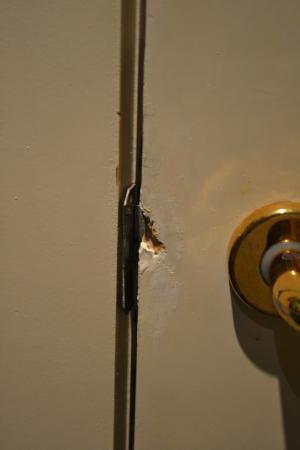 Holiday Inn Brussels Schuman: Bathroom door