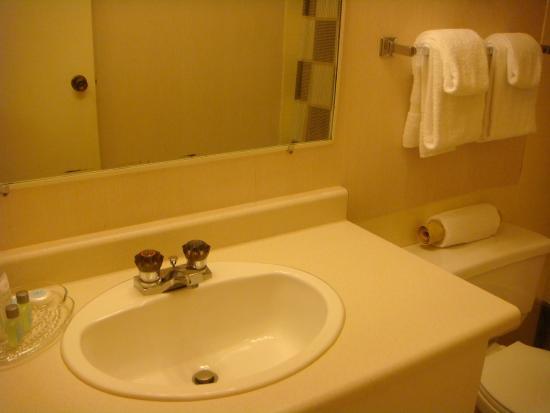 Cassandra Hotel: Premium Queen Queen Washroom