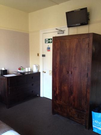Gillygate Guest House: Tea coffee making facilities