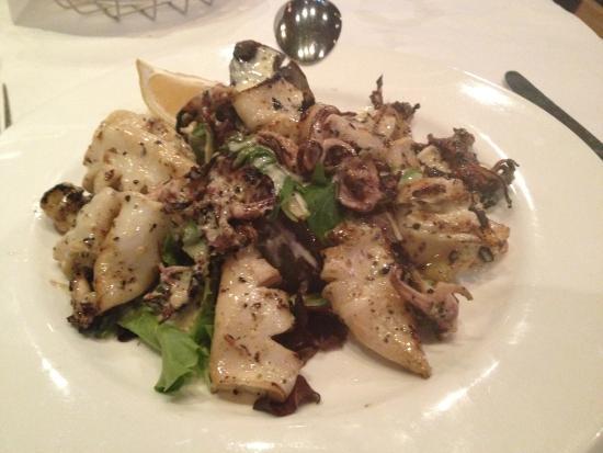 Cafe Santorini: Tangy Griffled Calamari