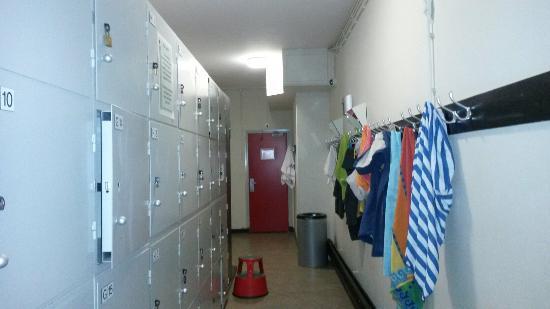 Stayokay Hostel Amsterdam Stadsdoelen: Les casiers dans les couloirs