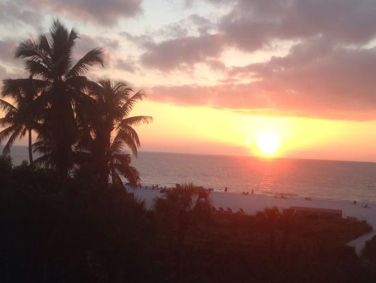 The Surf Club of Marco : Beautiful sunsets every night.